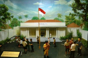Sumber: http://tripholiday.net/images/uploads/Joang-45-Museum-5.jpg